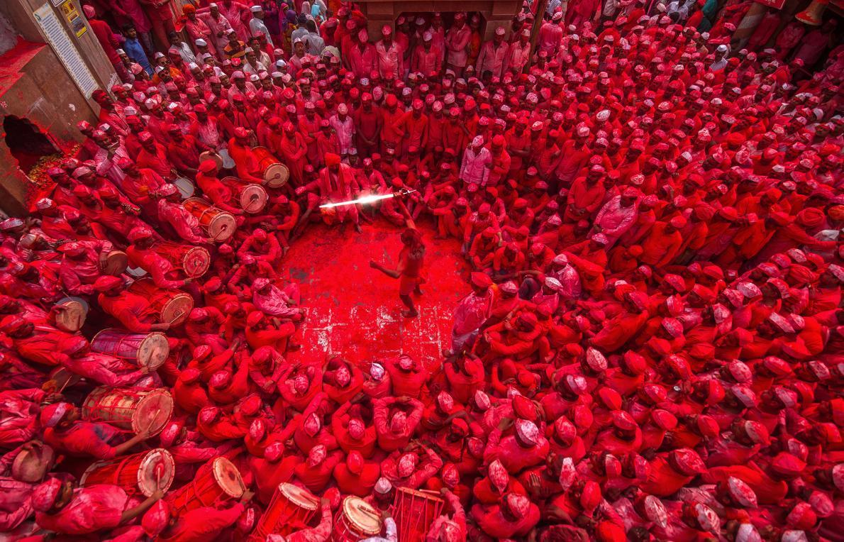 Multidão em templo indiano