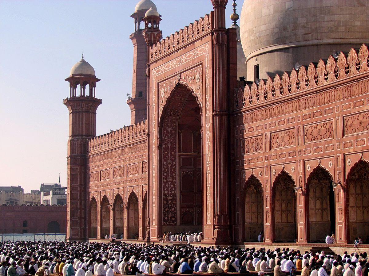 Fiéis durante o Eid-al Adha