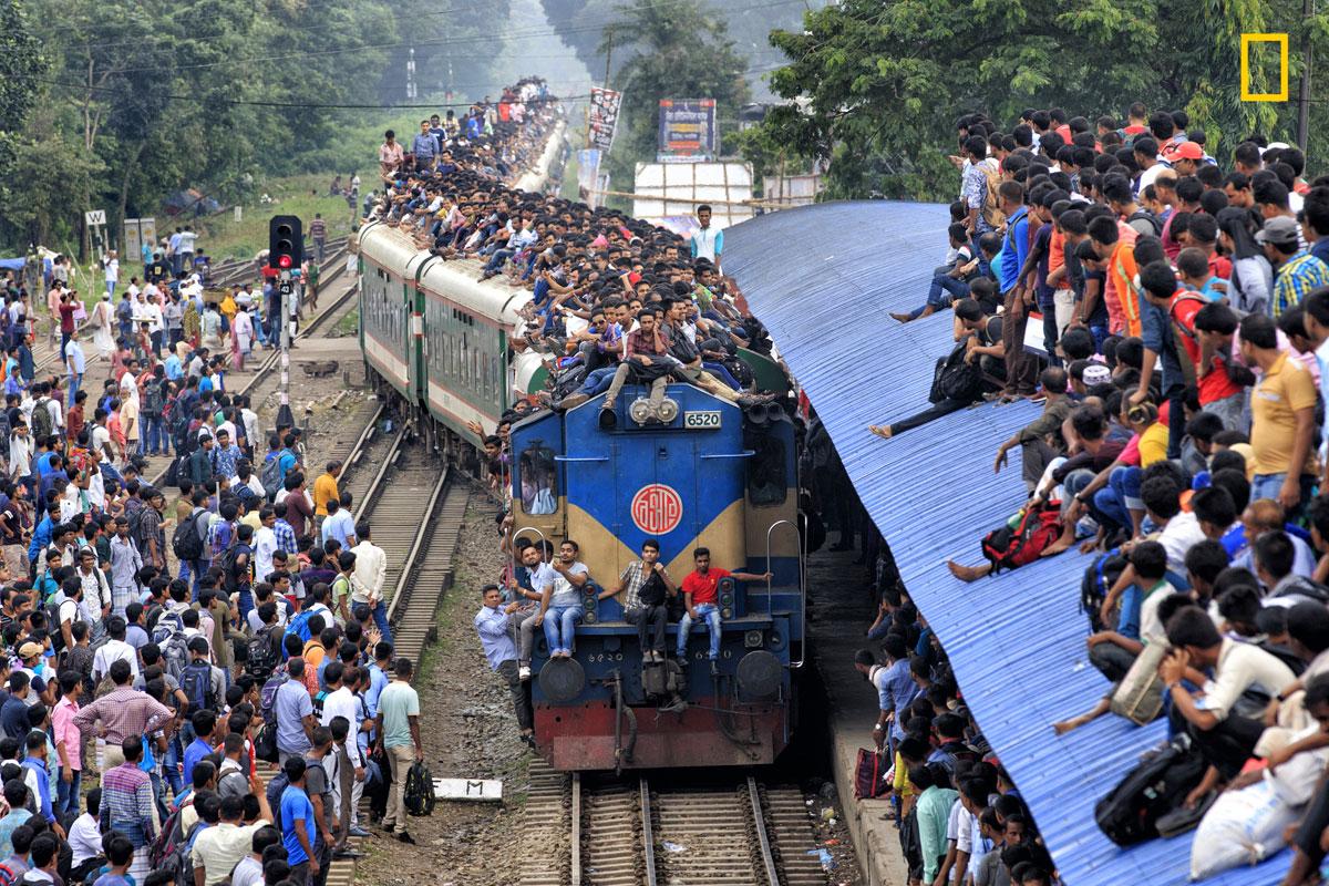 Trem superlotado em Bangladesh