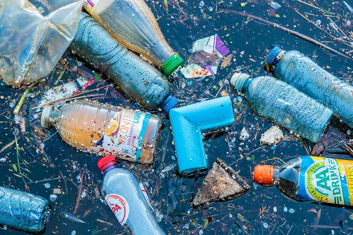Lixo em rios e mares