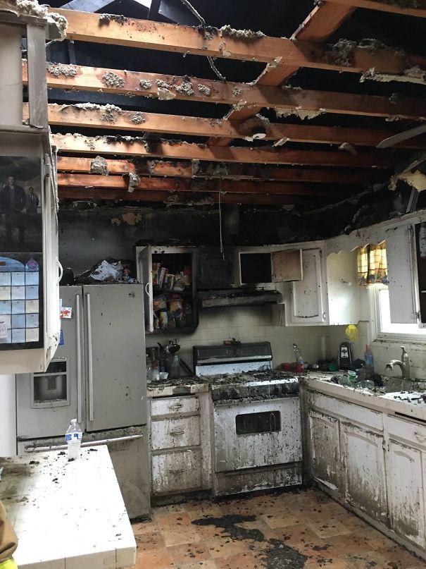 Cozinha destruída