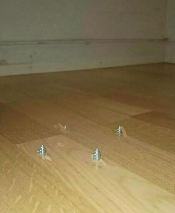 Parafusos no piso