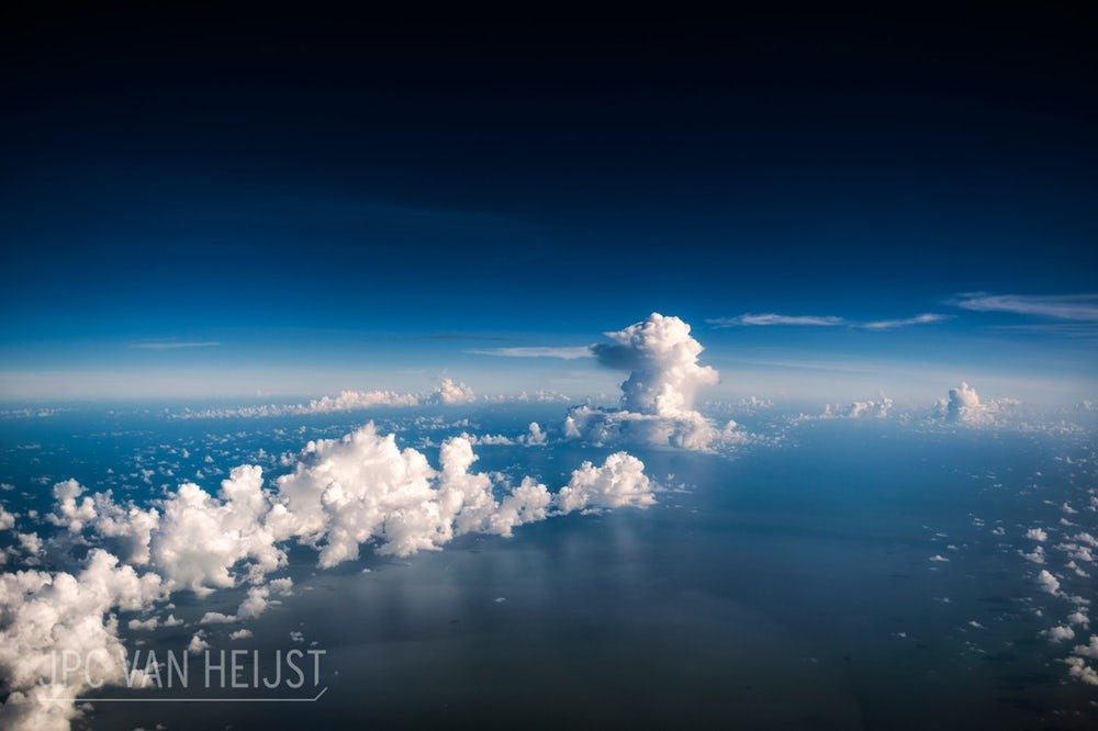 Vista da cabine de um avião