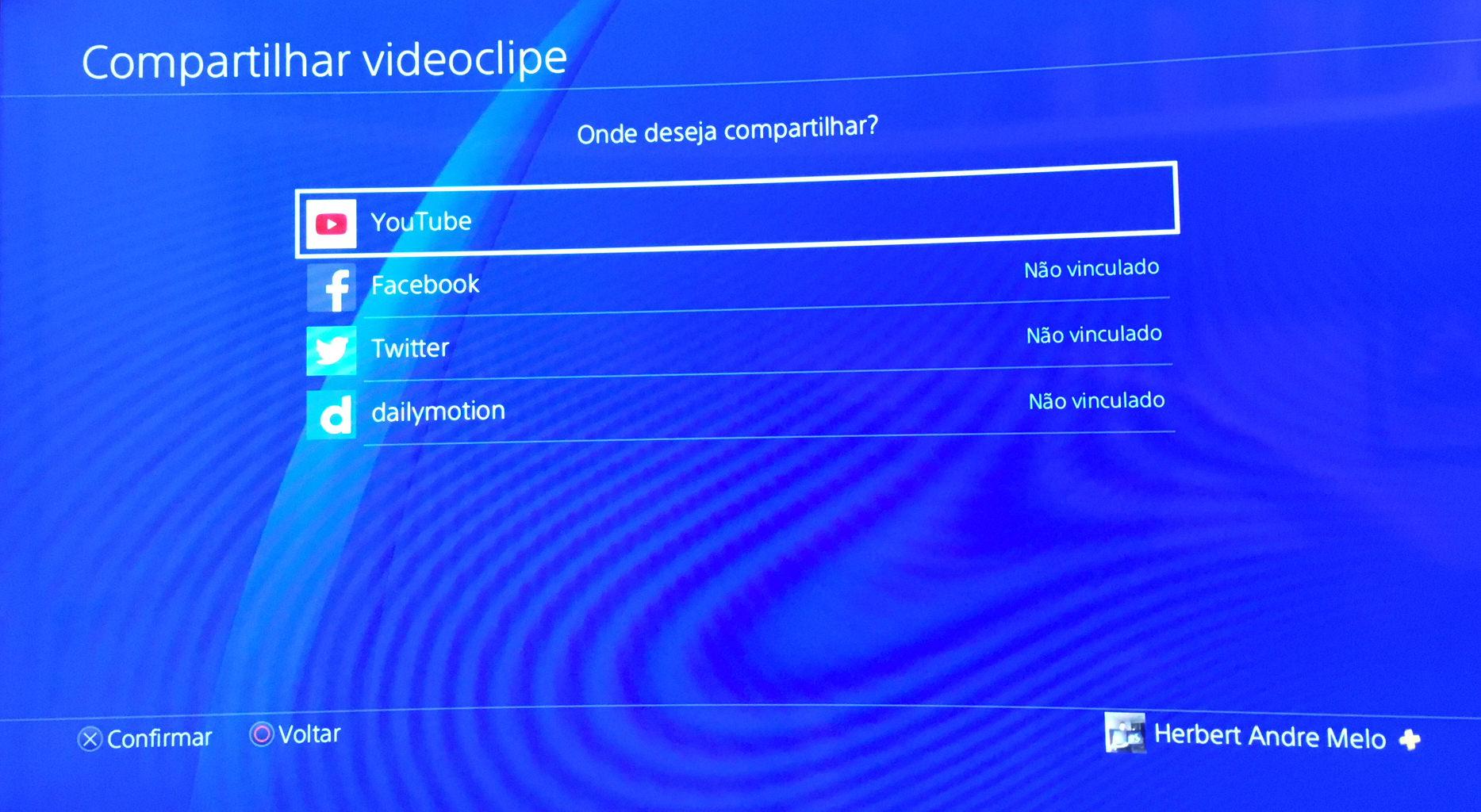 Como capturar vídeos no PS4 e subir diretamente para o Youtube?