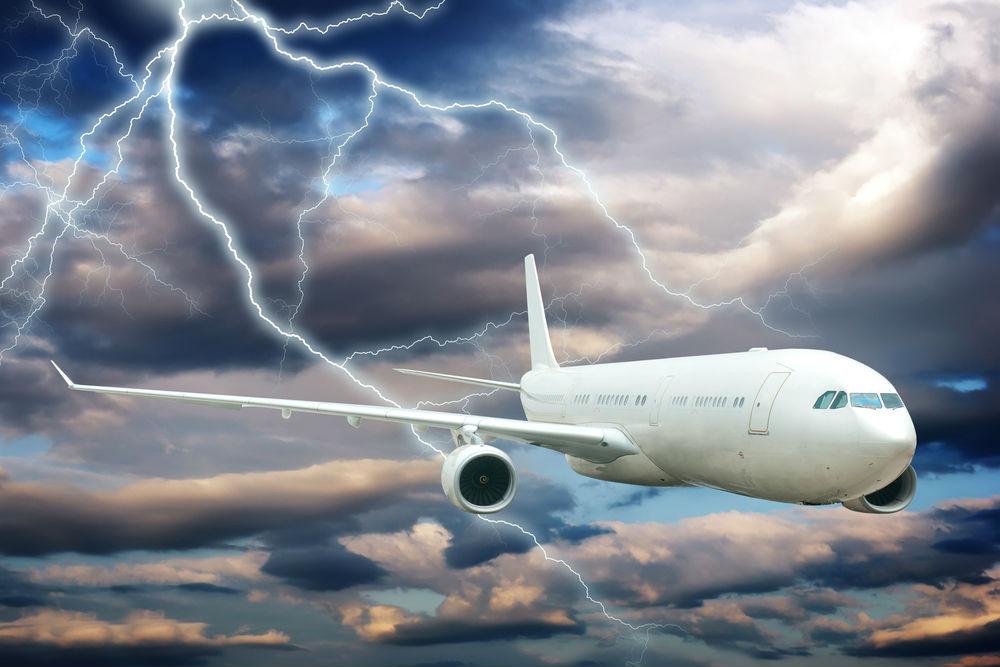 Avião atingido por raio