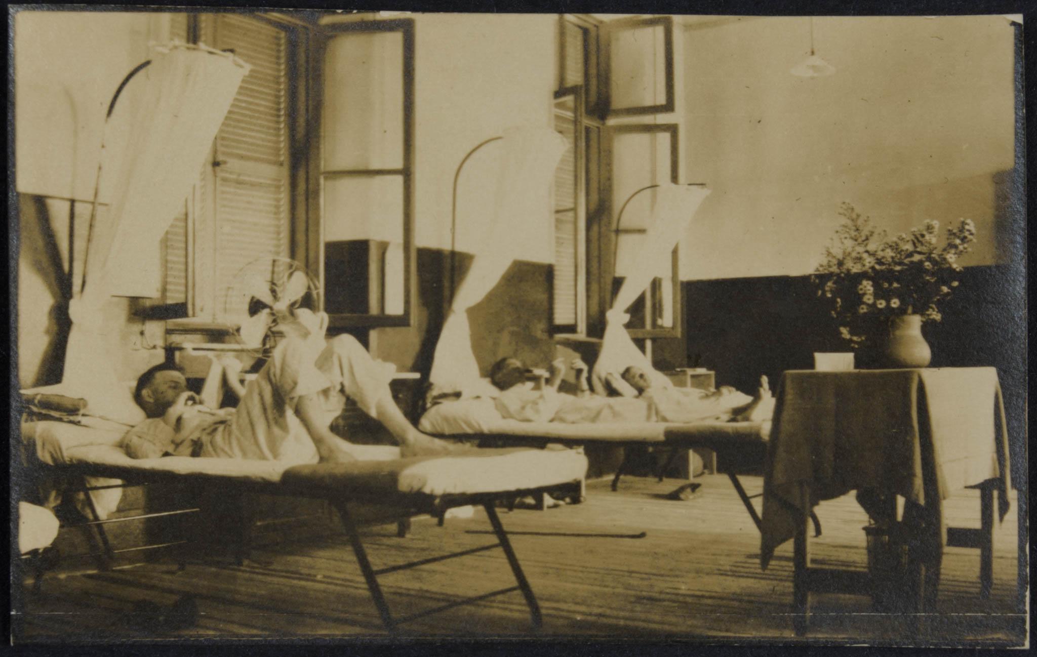 Soldados em hospital