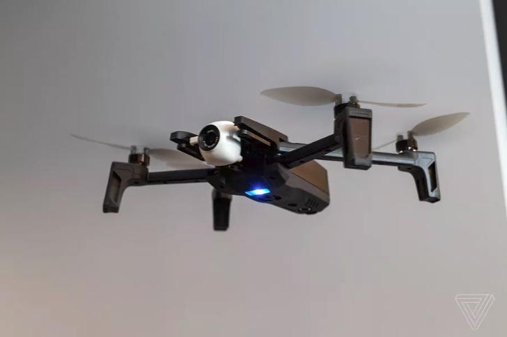 Parrot exibe seu novo drone dobrável que grava a 4K e pesa 320