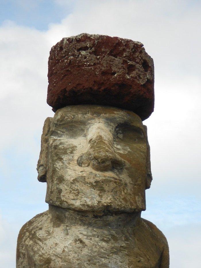 Moai com chapéu