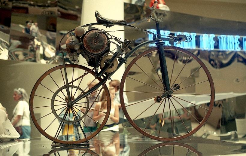 Uma bicicleta.