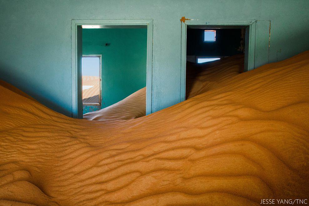 Casa cheia de areia