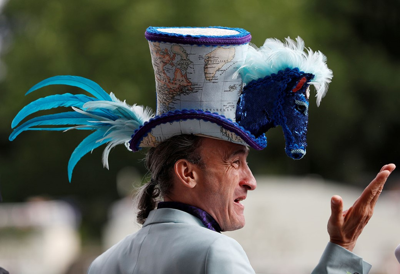 Chapéu bizarro