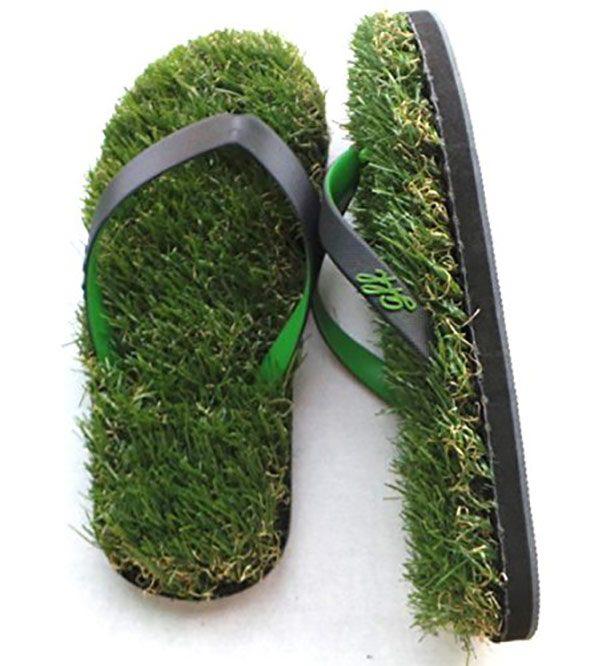 Chinelos com grama