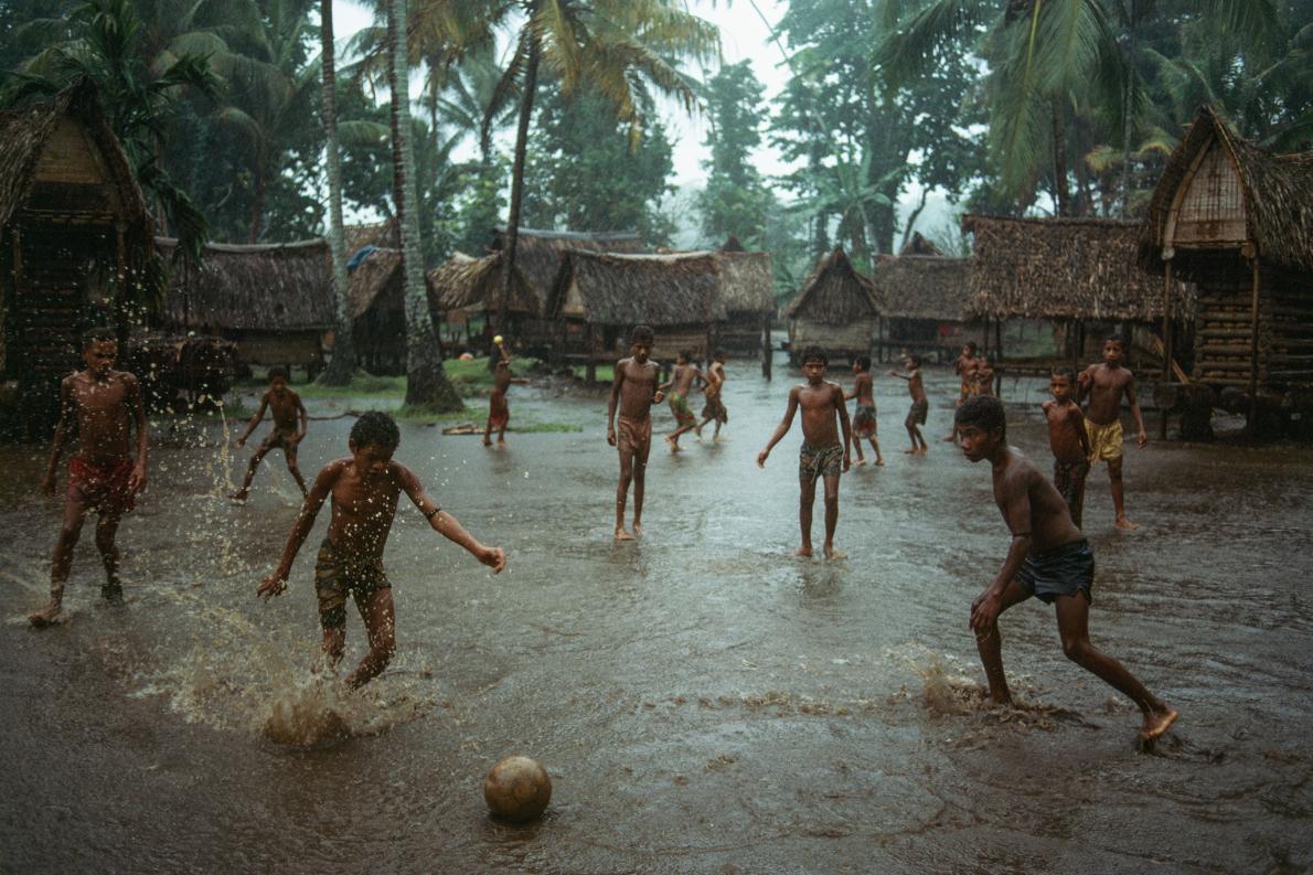 Garotos em Papua Nova Guiné