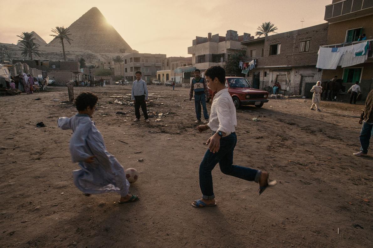 Jogando diante das Pirâmides