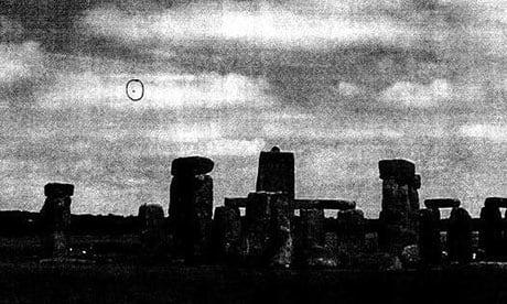 OVNI sobre Stonehenge