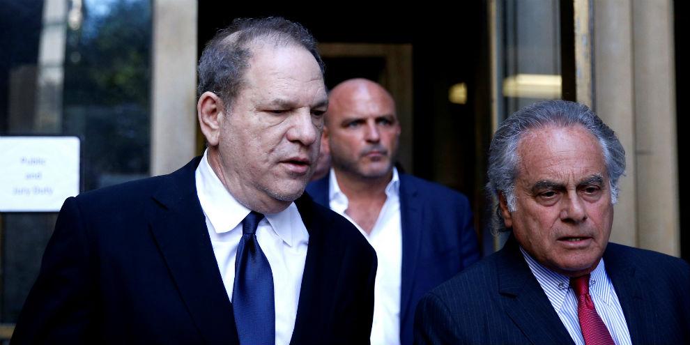"""Harvey Weinstein alega que """"trocar papéis por sexo"""" foi um mal-entendido"""