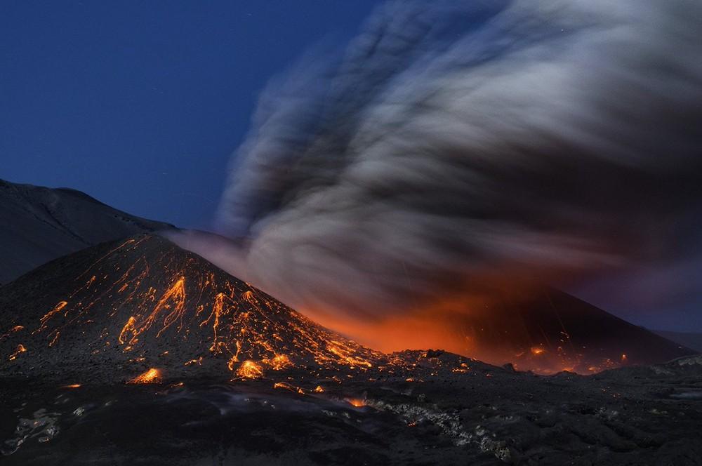 Erupção vulcânica dramática