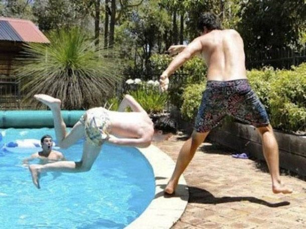 Brincando na piscina