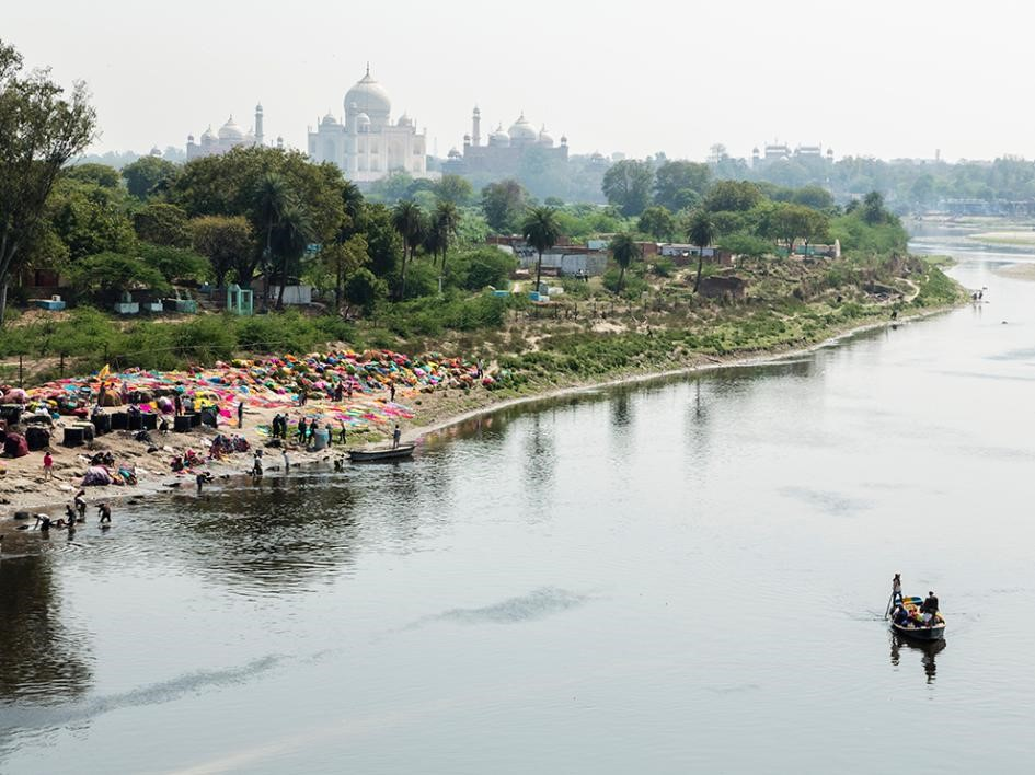 Rio perto do Taj Mahal