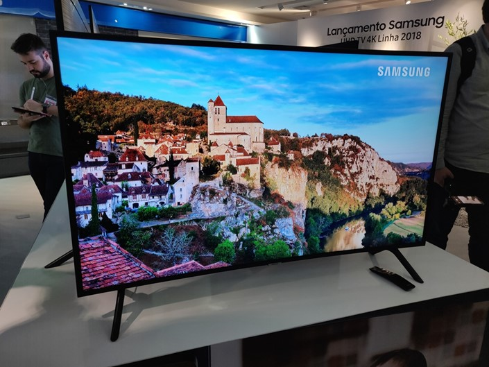 589d10bbd Samsung traz novas TVs 4K ao Brasil com preços a partir de R  2.799 ...