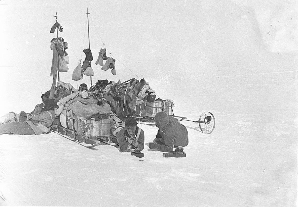 Exploradores na Antártida