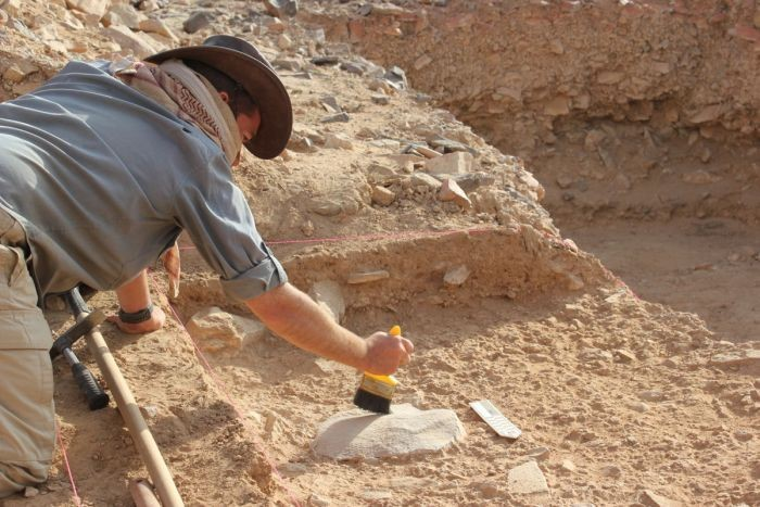 Arqueólogo trabalhando