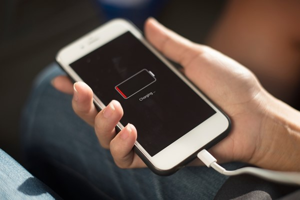 Ranking mostra qual bateria de celular recarrega mais rápido
