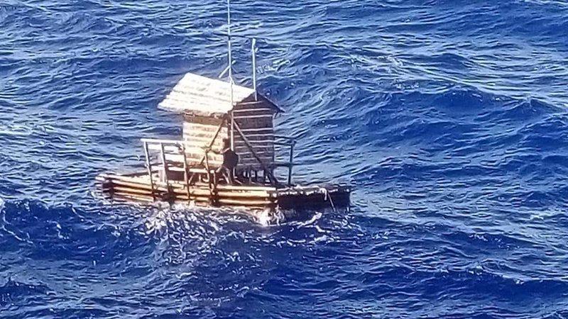 Embarcação à deriva