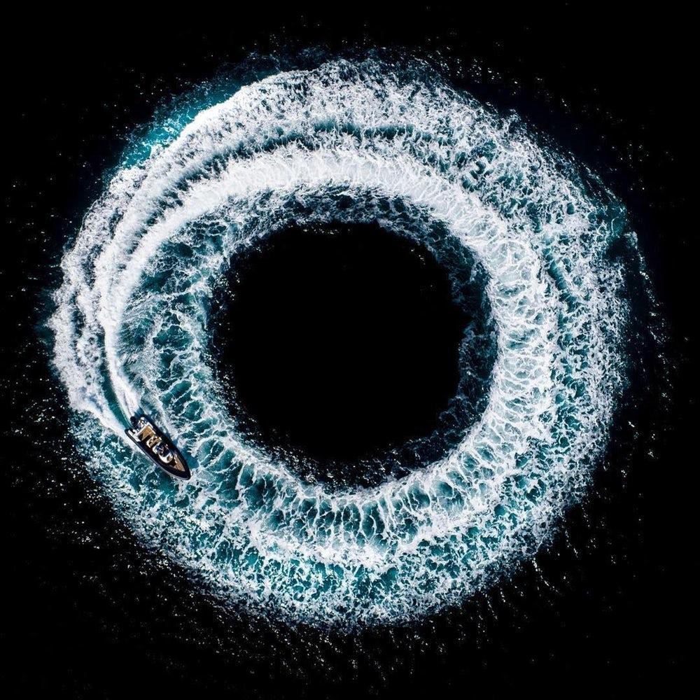 Barco fazendo círculos