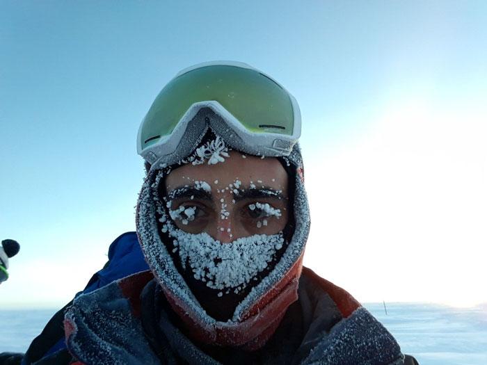 Homem com muito frio