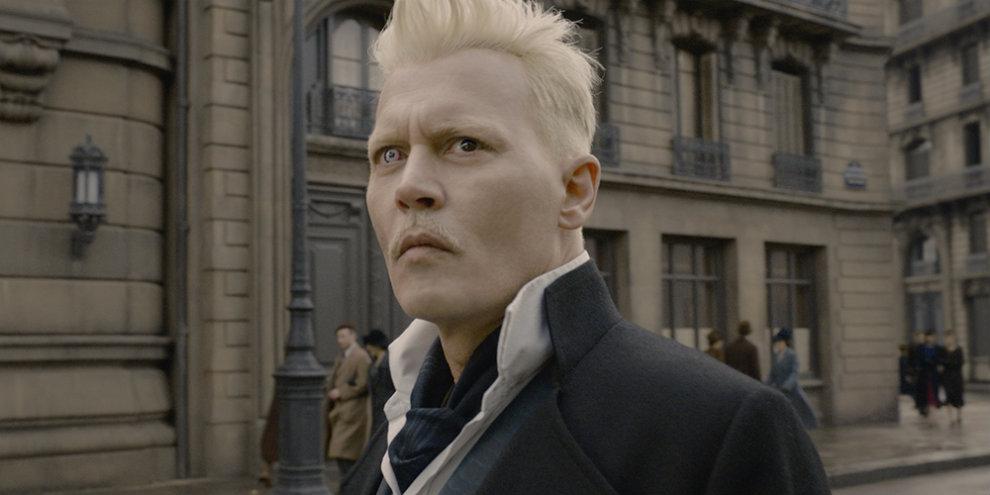 """Johnny Depp fala sobre Grindelwald: """"um personagem estranhamente simpático"""""""
