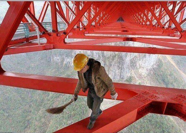 Homem em ponte