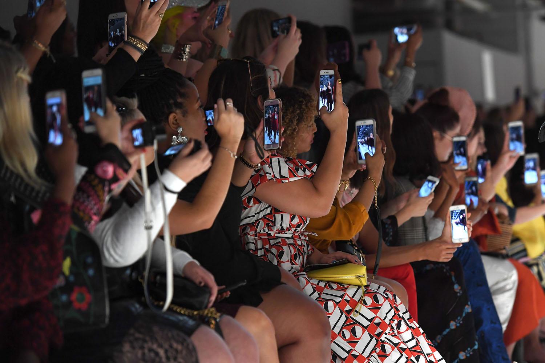 Plateia em desfile de moda