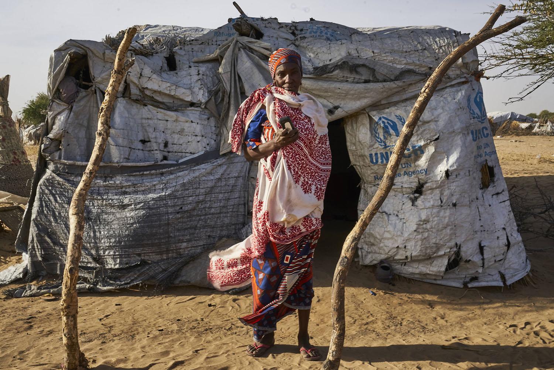 Refugiada com celular