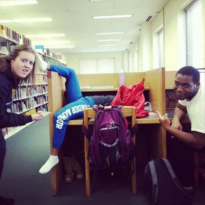 Dorminhoco na biblioteca