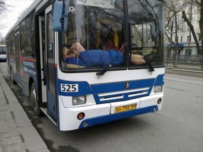 Motorista de ônibus dormindo