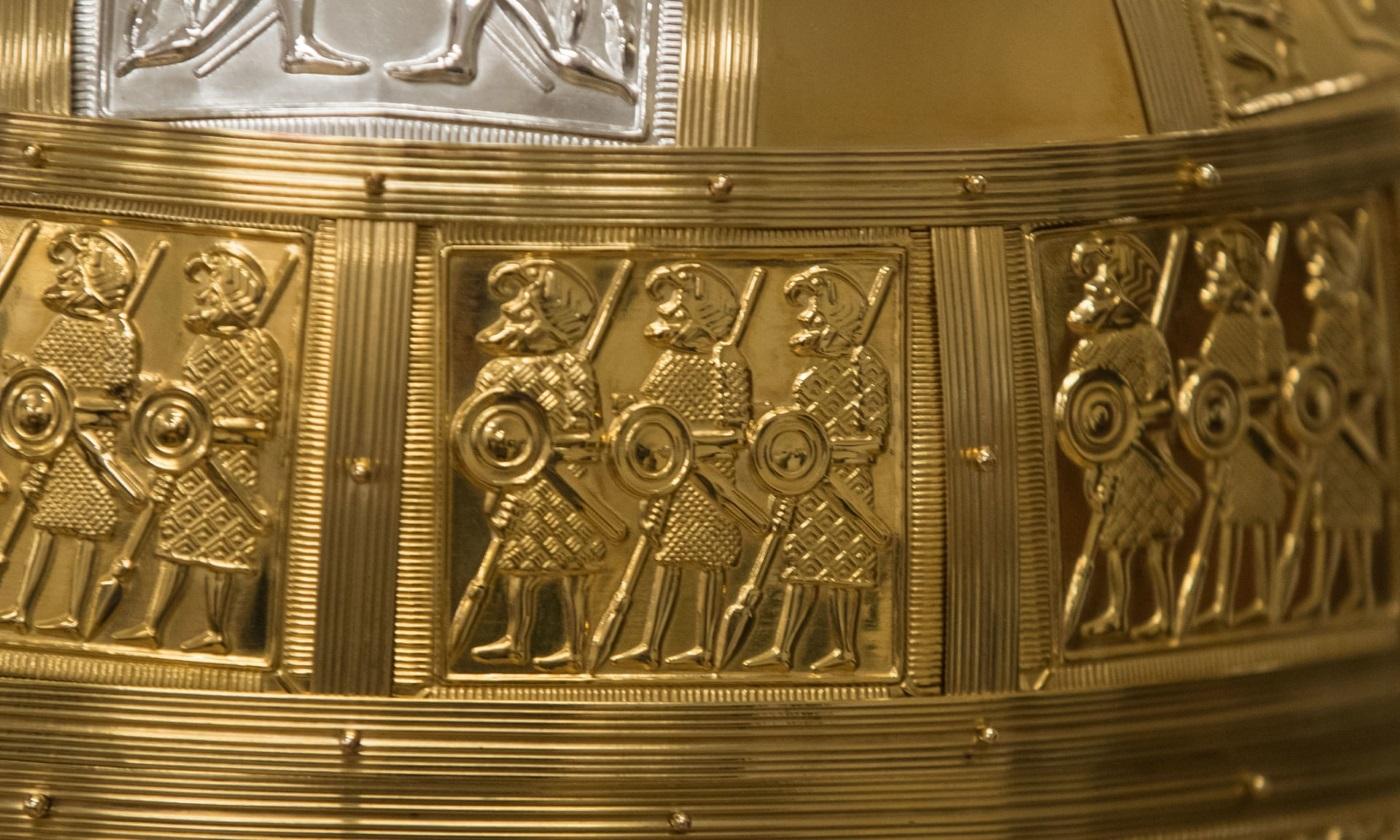 Detalhes de elmo antigo