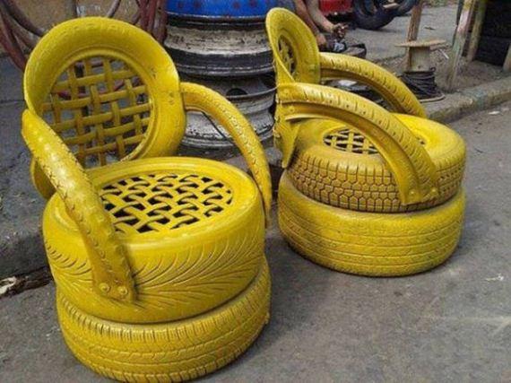 Bancos feitos de pneus velhos