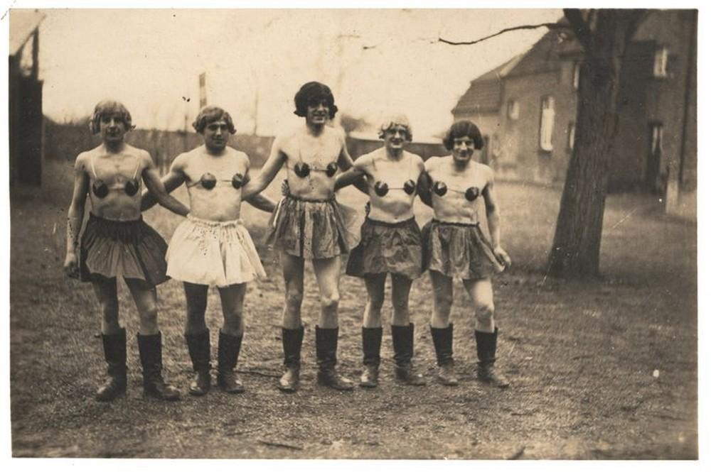 Soldados vestidos de mulher