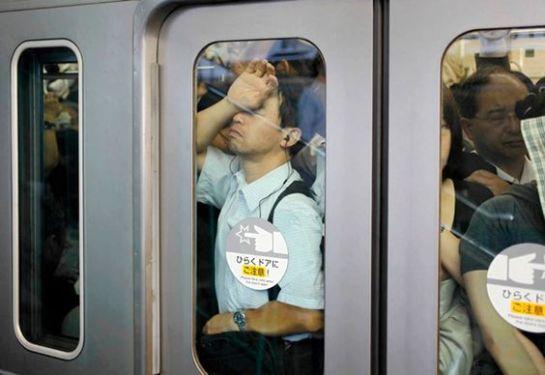 Dormindo no metrô