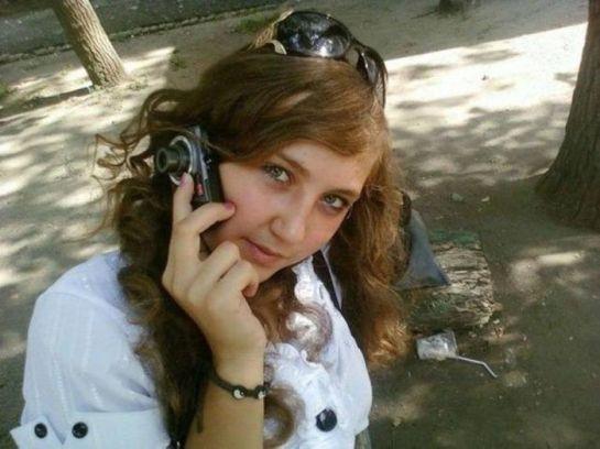 Moça com câmera fotográfica