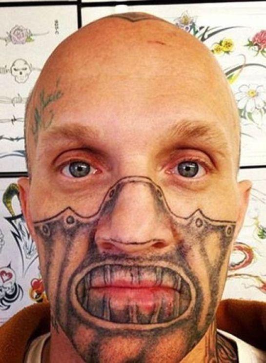 Máscara tatuada