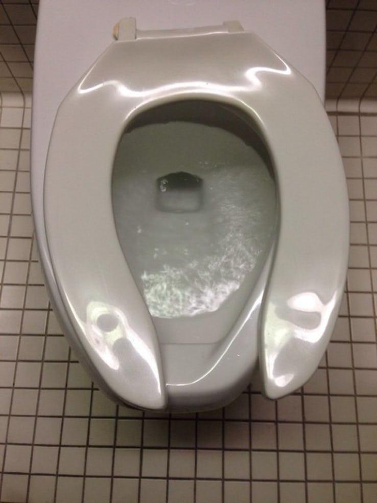 Assento de vaso quebrado