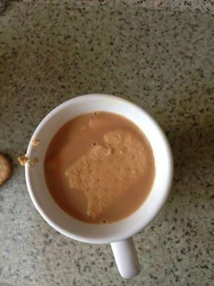 Bolacha mergulhada no café