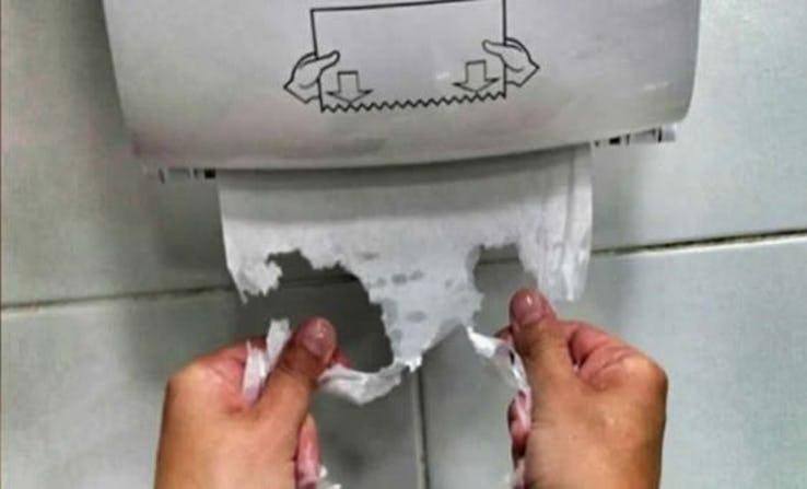 Papel toalha rasgado