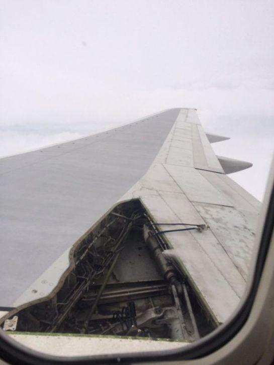 Avião com problema na asa