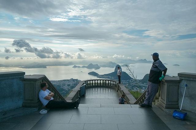 16192630631099 - Britânico fotografa o lado 'errado' de pontos turísticos famosos