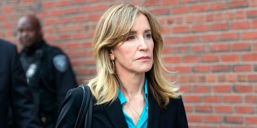 Felicity Huffman declara culpa no escândalo envolvendo admissões em universidades