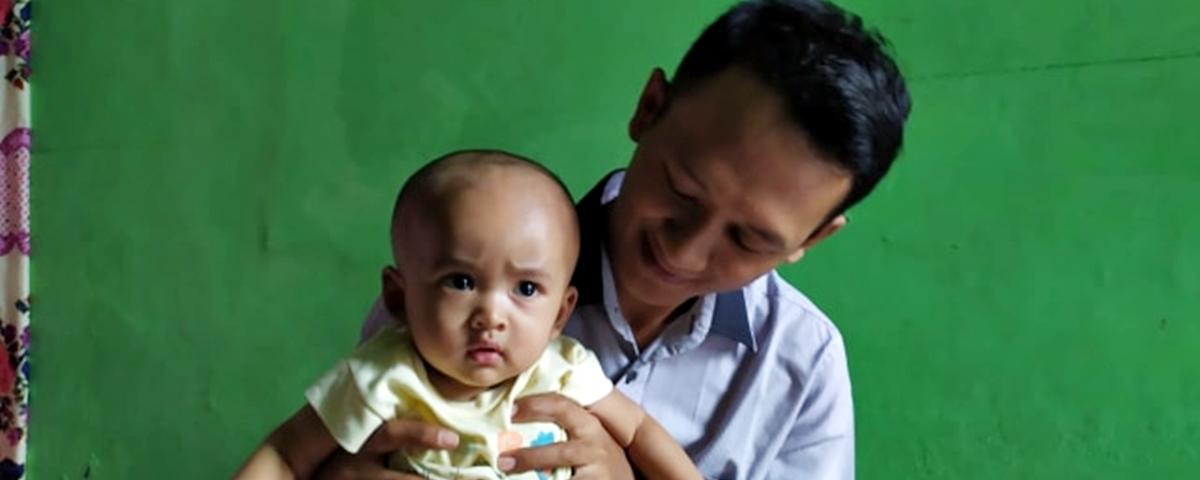 Casal batiza o filho de 'Google' na Indonésia