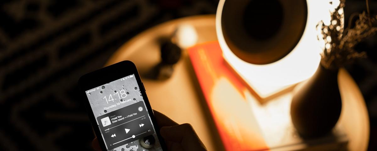 Imagem de: Oupio: lâmpada inteligente toca músicas via Bluetooth